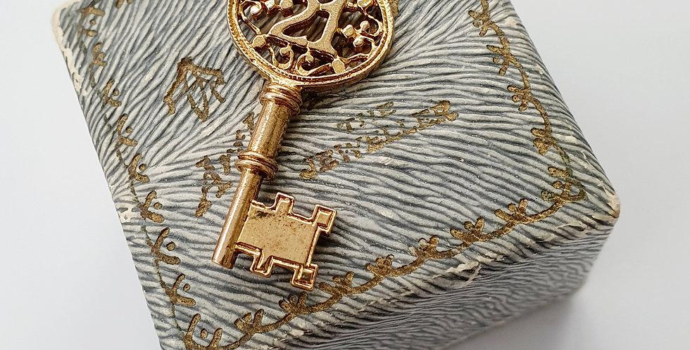 Vintage 9ct Gold 21 Twenty One Key Charm / Pendant