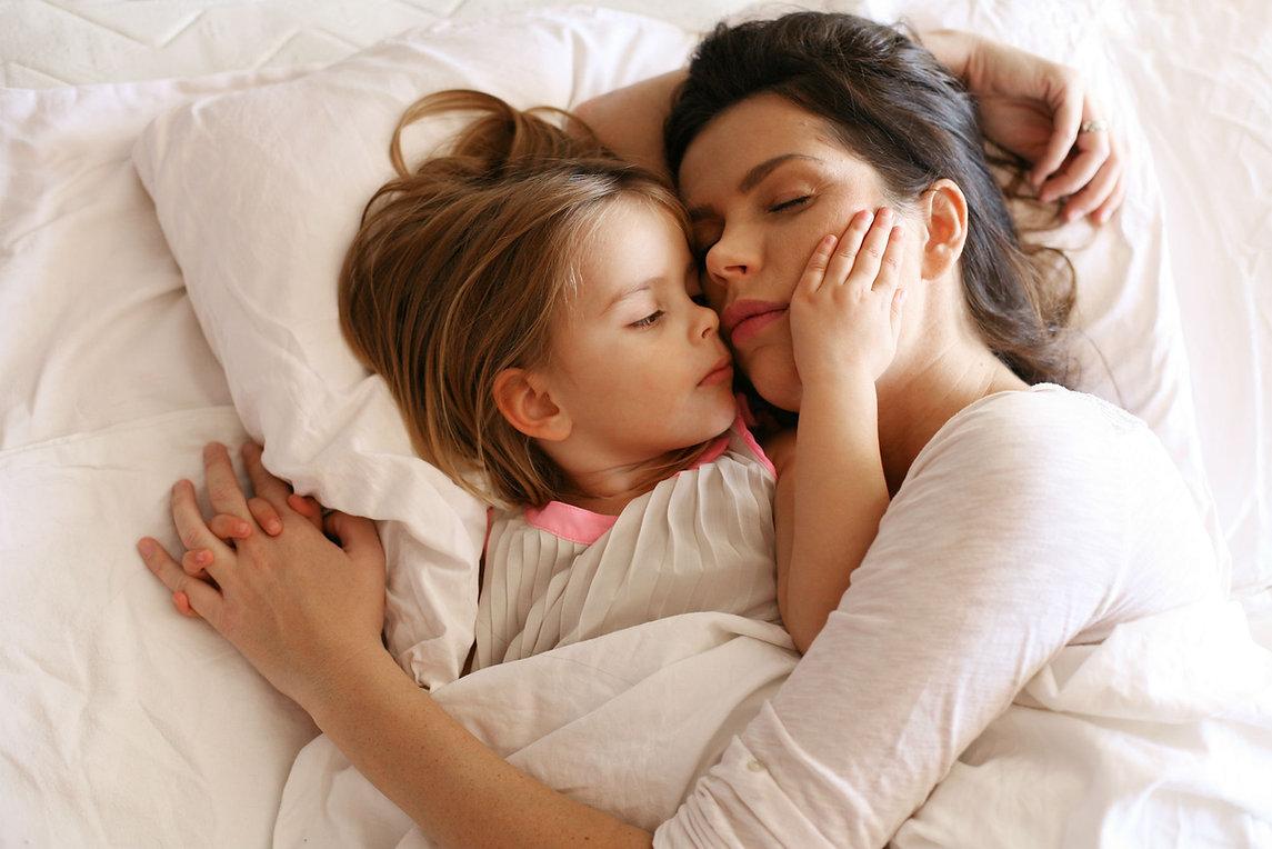 251277-mom-daughter-bed.jpg