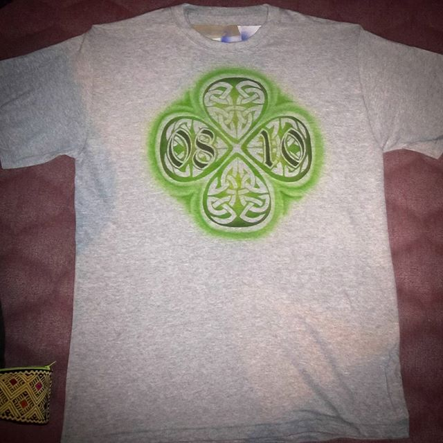 Airbrush auf T-Shirt_Gedenkdatum mit Celtic Design._#DieAirbrusherei_Airbrush Bob Co