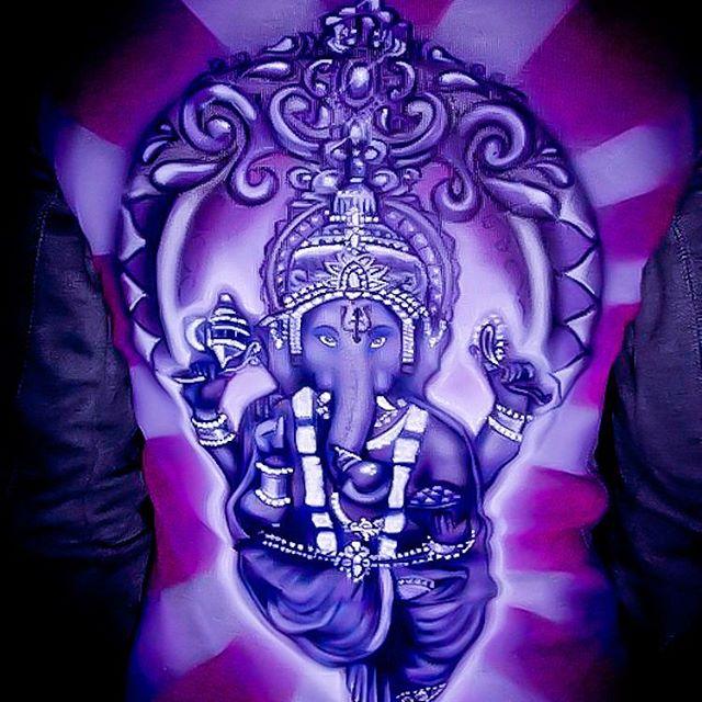 Airbrush auf Pullover_Ganesha_#DieAirbrusherei_Airbrush Bob Co