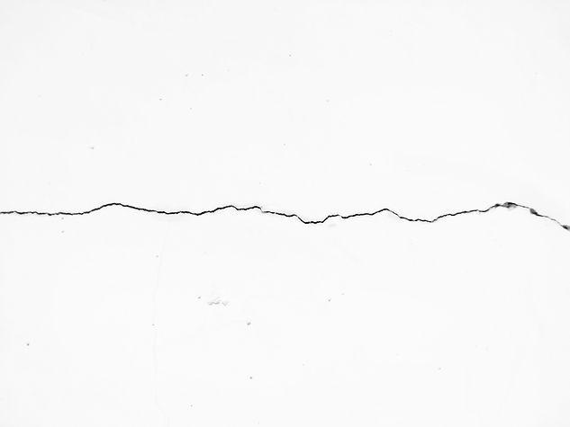 Fundo de parede branca com rachadura