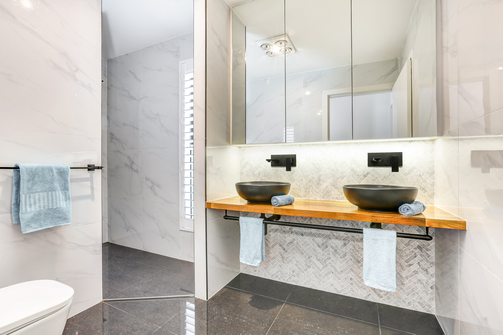 Bathroom Little Lake Apartment B