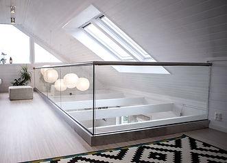 base-shoe-glass-railing-3_edited.jpg