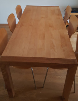 oude tafel met nieuwe poten1