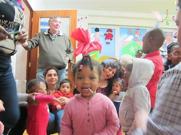 Les enfants et les parents s'amusent à la fête de lacrèche Monplaisir