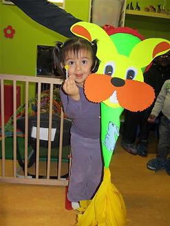 enfant, sucette, piñata, à la crèche Monplaisir