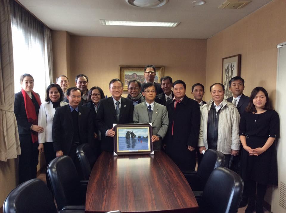 Đoàn công tác LĐLSVN chụp ảnh lưu niệm với Đại diện Nichibenren