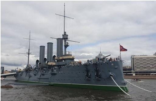 Chiến hạm Rạng Đông vào trưa ngày 03/8/2019 như một chứng tích lịch sử của Saint Petersburg. Ảnh: Hoài Phan