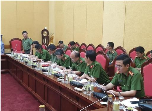 Trung tướng, GS.TS Nguyễn Ngọc Anh- Cục trưởng Cục pháp chế và cải cách hành chính, tư pháp Bộ Công an phát biểu tại cuộc họp (Ảnh: Hoài Phan)