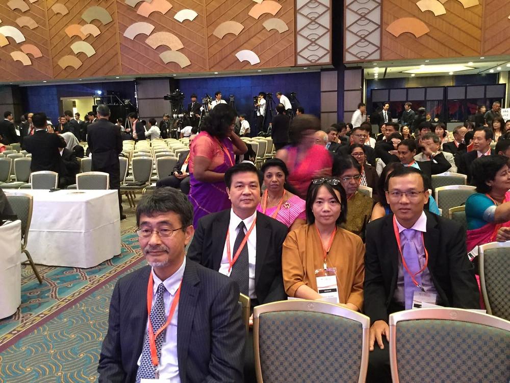 Chủ tịch LĐLSVN Đỗ Ngọc Thịnh cùng một số đại biểu Việt Nam tại Hội nghị