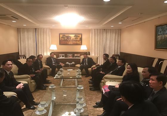 Đoàn công tác VBF đến chào xã giao Đại sứ Nguyễn Quốc Cường tại Đại sứ quán Việt Nam ở Nhật Bản chiều 12/12/2016