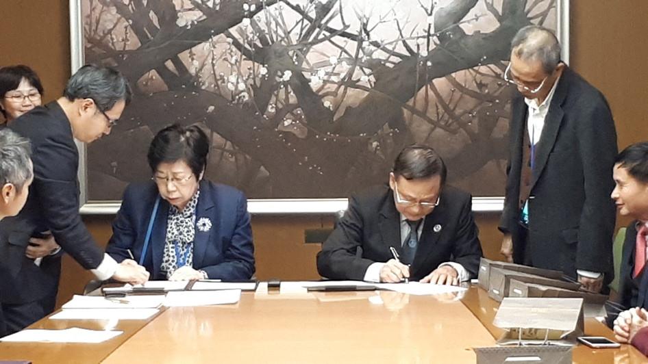 Luật sư Nguyễn Văn Trung và Luật sư Reiko Fuchigami ký Thỏa thuận hợp tác