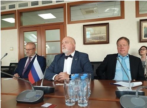 Luật sư Yury Pilipenko- Chủ tịch (giữa), Luật sư Gennady Sharov (trái), Vladislav Grib- các Phó Chủ tịch LĐLS LB Nga chủ trì Lễ ký kết và Tọa đàm với Đoàn công tác LĐLSVN. Ảnh: Hoài Phan
