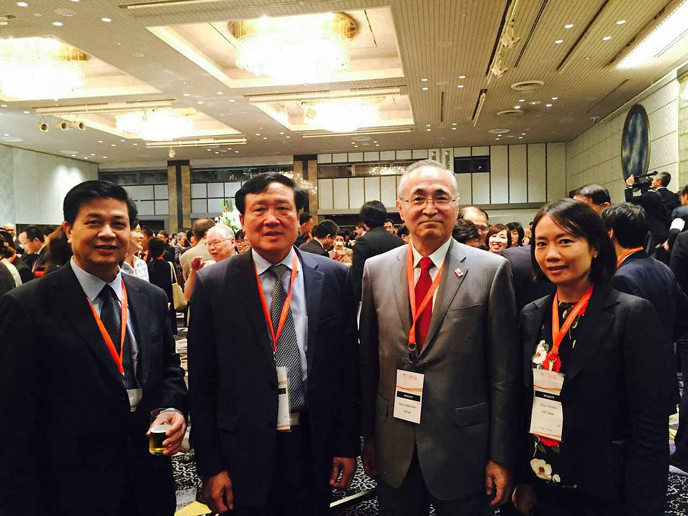 Chánh án TANDTC Nguyễn Hòa Bình, Chủ tịch LĐLSVN Đỗ Ngọc Thịnh chụp với đại biểu Nhật Bản