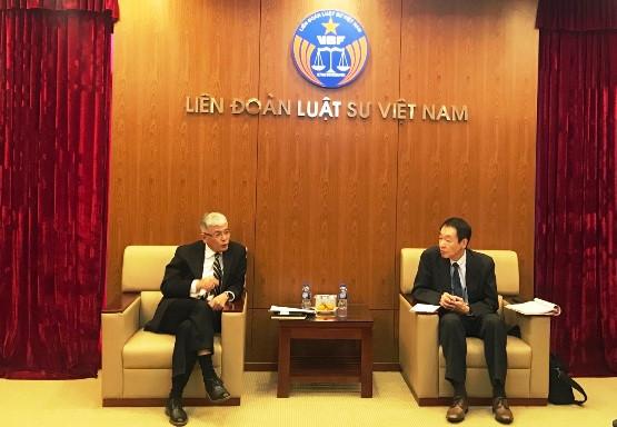 LS. Lưu Tiến Dũng – Chủ nhiệm Uỷ ban Quan hệ Quốc tế tiếp Trưởng phòng Kiểm tra - giám sát, Văn phòng Bộ Tư pháp Nhật Bản