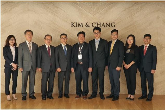 Đoàn công tác của Liên đoàn luật sư Việt Nam cùng các luật sư điều hành, luật sư cao cấp Văn phòng luật sư Kim & Chang
