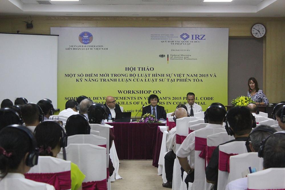 Bà Angela Schmeink, Giám đốc khu vực châu Á, Quỹ IRZ phát biểu tại Hội thảo ở Hà Nội