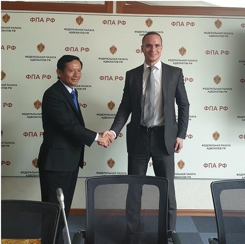 uật sư Phan Trung Hoài gặp lại Luật sư Aleksandr Shefer- Chủ nhiệm Ủy ban Hợp tác quốc tế LĐLS LB Nga, người kết nối và dự thảo Thỏa thận hợp tác giữa LĐLS hai nước sau cuộc gặp tháng 10/2018 tại Rome (Italia).