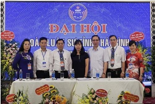 Ban Chủ nhiệm Đoàn luật sư tỉnh Thái Bình nhiệm kỳ 2019-2024 chụp ảnh lưu niệm cùng các đại biểu