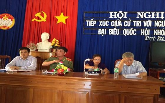 Các ứng cử viên đại biểu Quốc hội đơn vị bầu cử số 3 tỉnh Khánh Hòa tiếp xúc cử tri tại Hội trường xã Khánh Bình