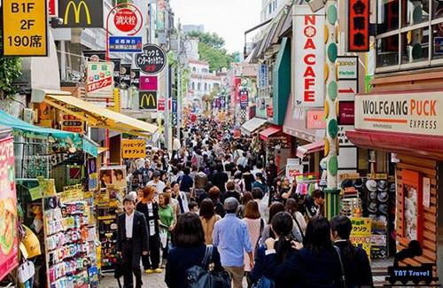 Cảnh phố đi bộ tại Tokyo