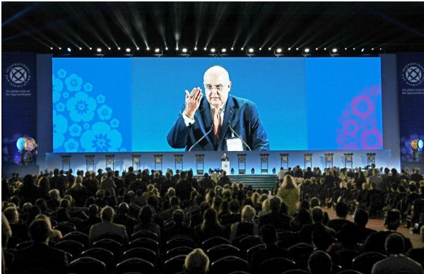 Chủ tịch IBA Bernardes Neto phát biểu tại Hội nghị