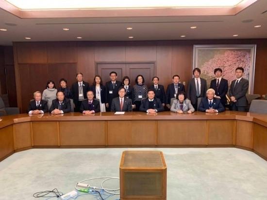 Đoàn công tác chụp ảnh chung với lãnh đạo Liên đoàn Luật sư Nhật Bản.