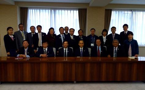 Đoàn công tác VBF chụp ảnh lưu niệm cùng Chánh án Hashimoto Masae Tòa án tỉnh Aichi vào chiều ngày 21/01/2016