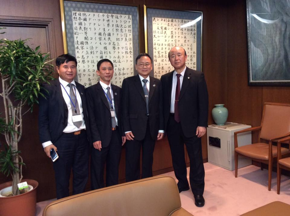 Đại diện Thường trực LĐLSVN và Chủ tịch LĐLS Nhật Bản chụp ảnh lưu niệm