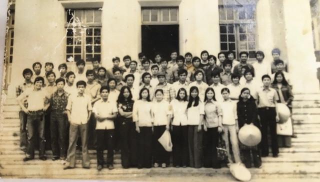 Sinh viên lớp B Khóa 22 Khoa pháp lý trường Đại học Tổng hợp Hà Nội (Khóa 2 Đại Học Luật Hà Nội)- Ảnh tư liệu năm 1977