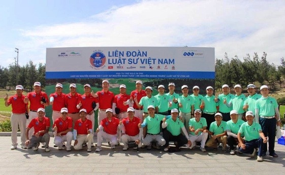 Ls Lê Hồng Nguyên (Đội trưởng đội miền Nam) và LS Nguyễn Hoàng Hải (Đội trưởng đội miền Bắc và miền Trung)