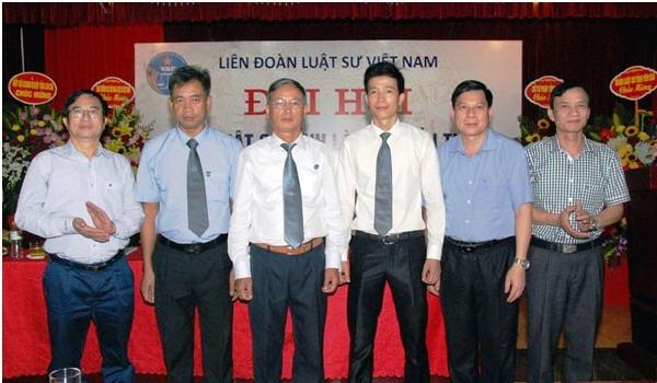 Đại biểu chụp ảnh với Ban Chủ nhiệm Đoàn Luật sư tỉnh, nhiệm kỳ 2019 – 2024