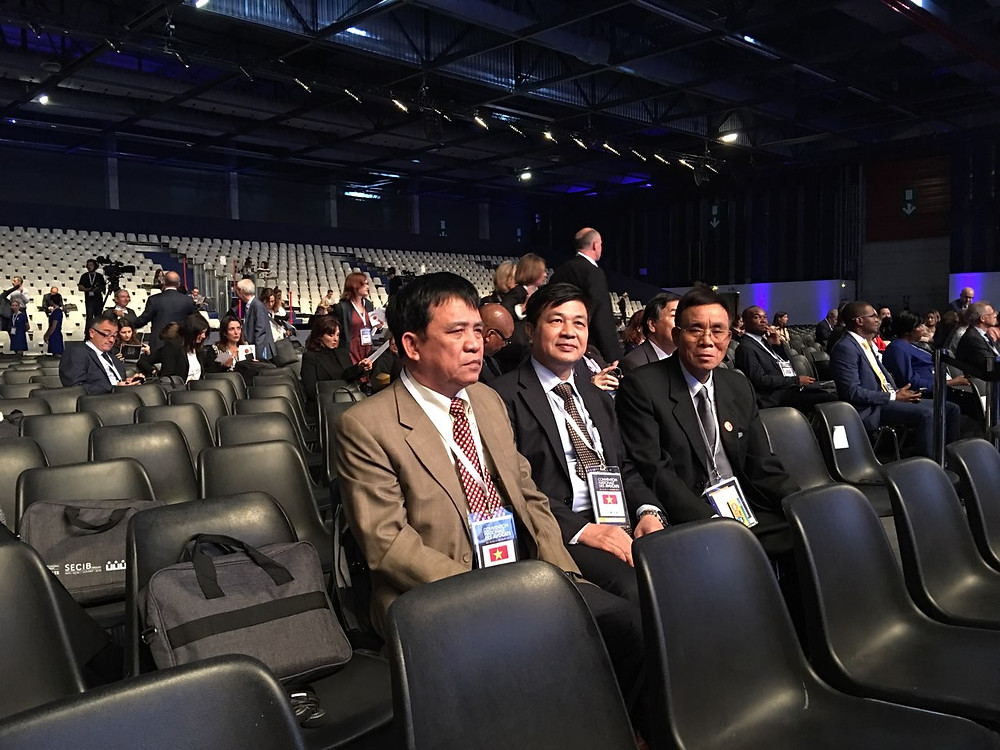 LS. Đỗ Ngọc Thịnh, Chủ tịch LĐLSVN (giữa) cùng LS. Đinh Văn Quế (phải)