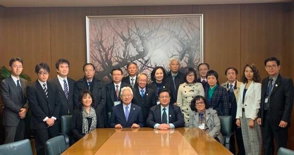 Đoàn chụp ảnh lưu niệm với Đoàn Luật sư Tokyo