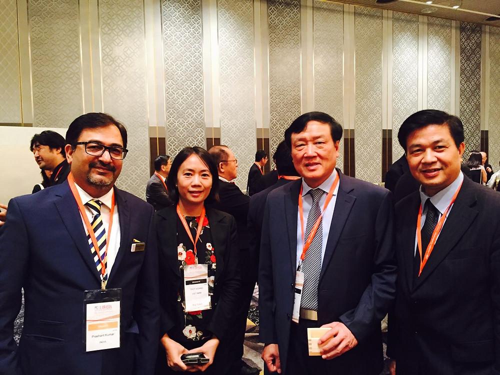 Chủ tịch Lawasia Prashant Kumar chụp chung với các Trưởng đoàn đại biểu phía Việt Nam