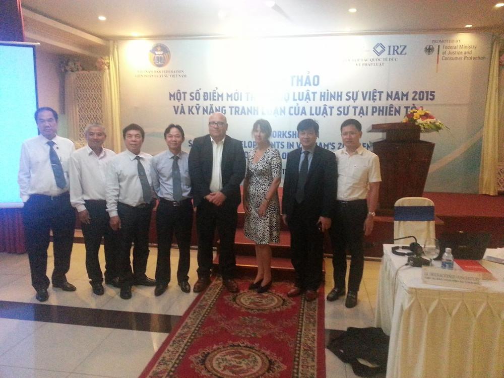 TS. Nguyễn Hữu Huyên, Phó Vụ trưởng Vụ Hợp tác quốc tế, BTP (bìa phải)