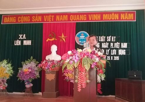 Luật sư Phan Duy Phong - Chủ nhiệm Đoàn luật sư tỉnh Hà Tĩnh phổ biến Luật hộ tịch