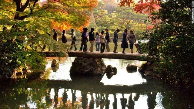 Hoàng hôn ở Công viên Shinjuku Gyoen ở Tokyo