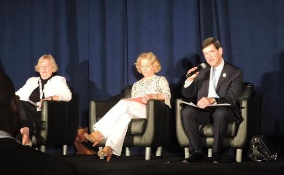 Chủ tịch Hiệp hội Luật sư quốc tế (IBA), ông David W Rivkin cùng với các diễn giả tại Hội thảo
