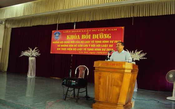 Luật sư Đào Ngọc Chuyền, Ủy viên HĐLSTQ, Giám đốc Trung tâm bồi dưỡng nghiệp vụ luật sư Việt Nam khai mạc khóa bồi dưỡng