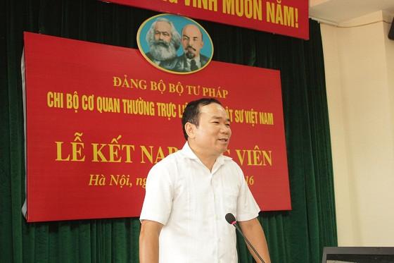 Đồng chí Nguyễn Kim Tinh, Phó Bí thư Thường trực Đảng ủy Bộ Tư pháp phát biểu tại buổi lễ