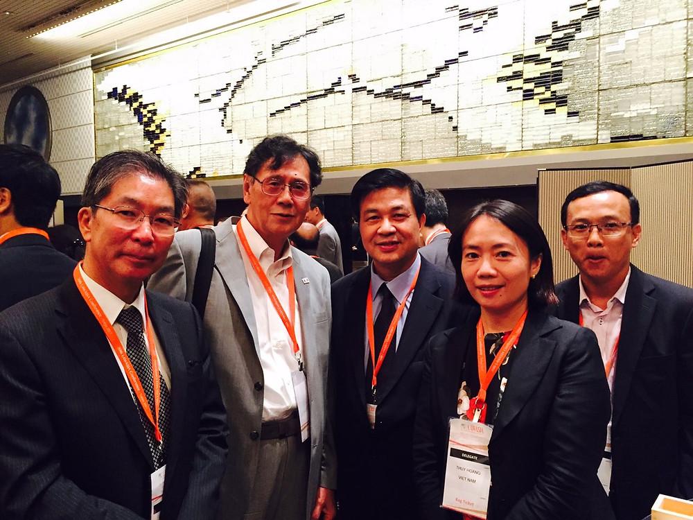 Chủ tịch LĐLSVN Đỗ Ngọc Thịnh chụp chung với đại biểu quốc tế và Việt Nam tham dự Hội nghị