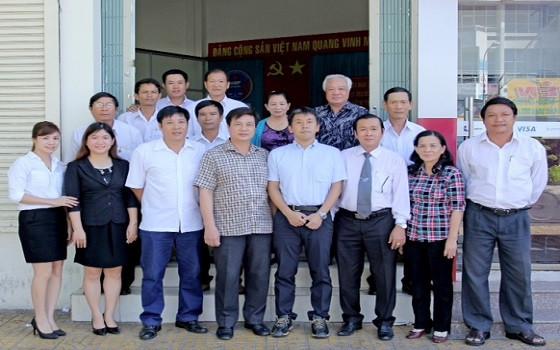 Đoàn công tác và Đoàn Luật sư tỉnh Ninh Thuận chụp ảnh lưu niệm