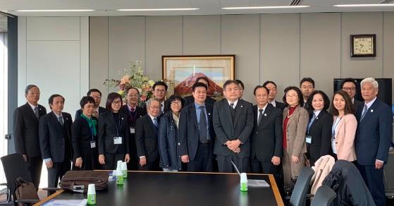 Đoàn chụp ảnh lưu niệm với Đoàn Luật sư Osaka