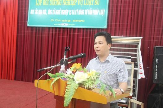 Đồng chí Trần Quốc Khánh - Phó chủ tịch UBND tỉnh Hà Tĩnh phát biểu trong buổi khai mạc