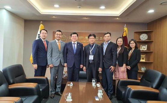Đoàn công tác của Liên đoàn luật sư Việt Nam trong cuộc gặp xã giao với Chủ tịch Liên đoàn luật sư Hàn Quốc