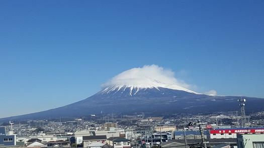 Đỉnh núi Fuji nhìn từ tàu cao tốc Shinkansen