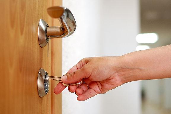 key in lock, prevent lock bumping, what is lock bumping, prevent home theft, prevent lock picking, about lock bumping
