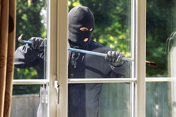 burglar in daylight, Facts About Home Break-ins, facts about burglars, about burglaries, facts about thieves, information about burglars, what do burglars take, when do burglaries happen, prevent break-ins
