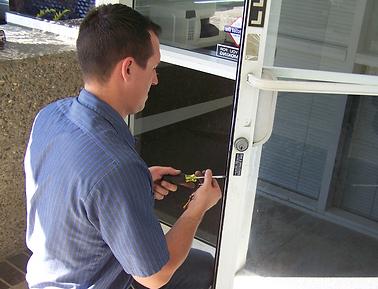 Fixing glass commercial door lock header